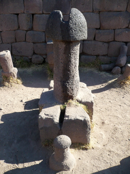 The main phallic totem in the Chucuito temple - click for more on Flickr